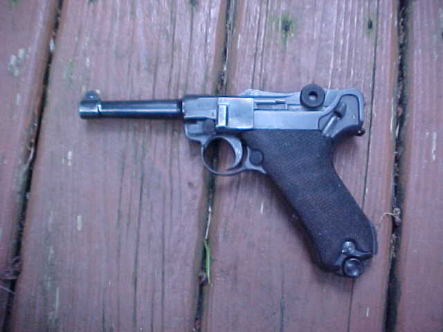 Fine Double Date Luger, Erfuhrt, 9mm, WWII Vintage